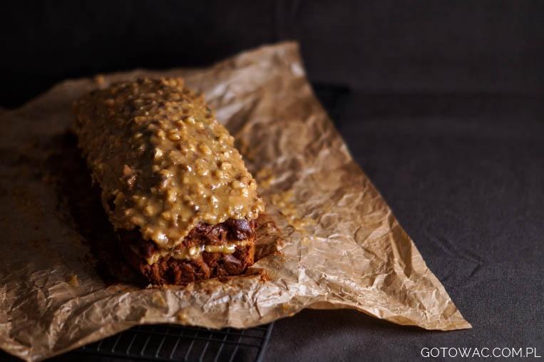 Ciasto śliwkowe z kajmakiem i orzechami