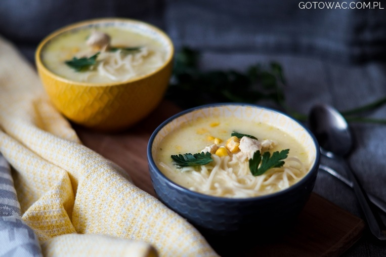 Zupa z kurczakiem i kukurydzą